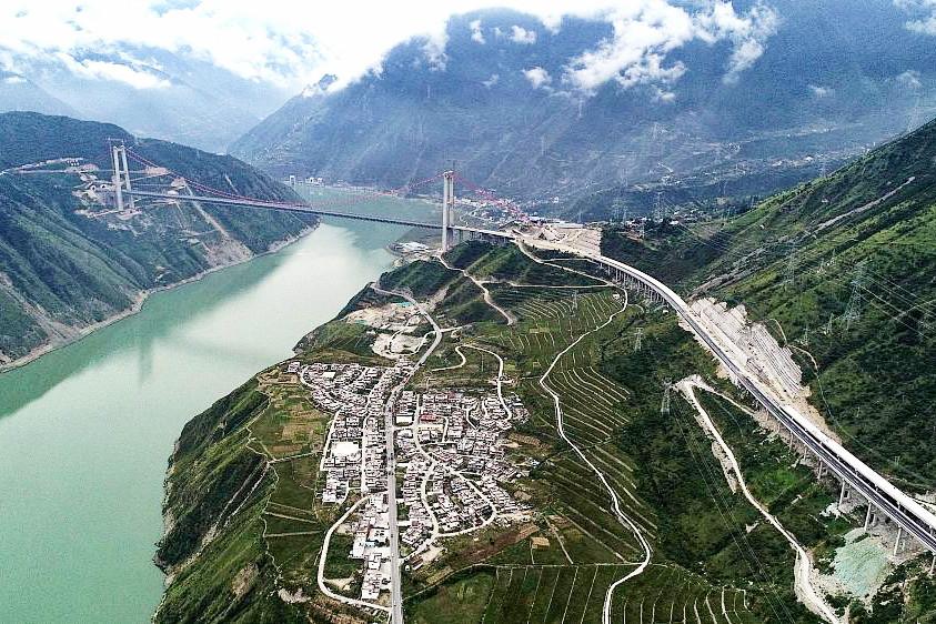 New expressway to Sichuan Ganzi Tibetan Autonomous Prefecture open to traffic