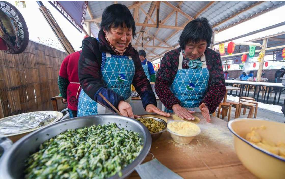 Over 100 local dishes prepared in gourmet fest to greet New Year in Hangzhou