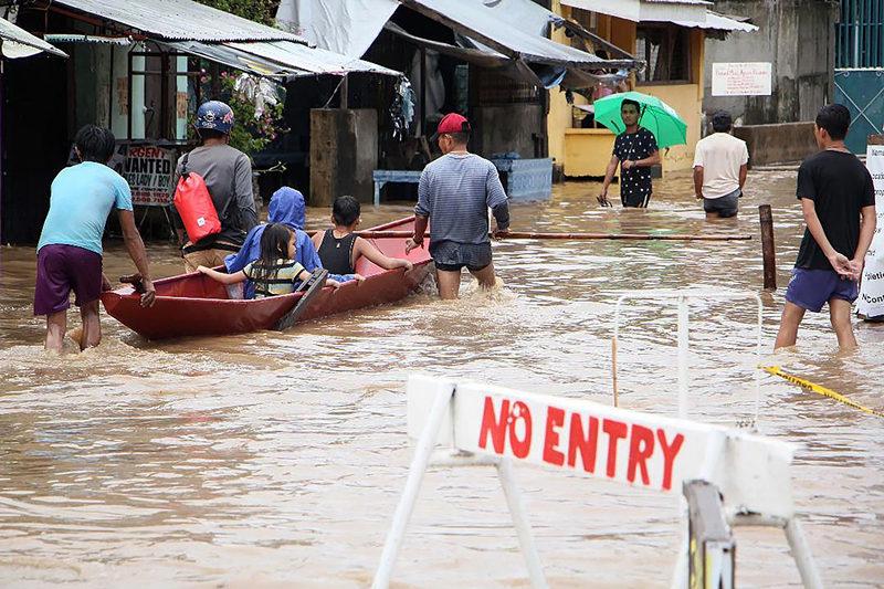 75 dead in landslides, floods in Philippines