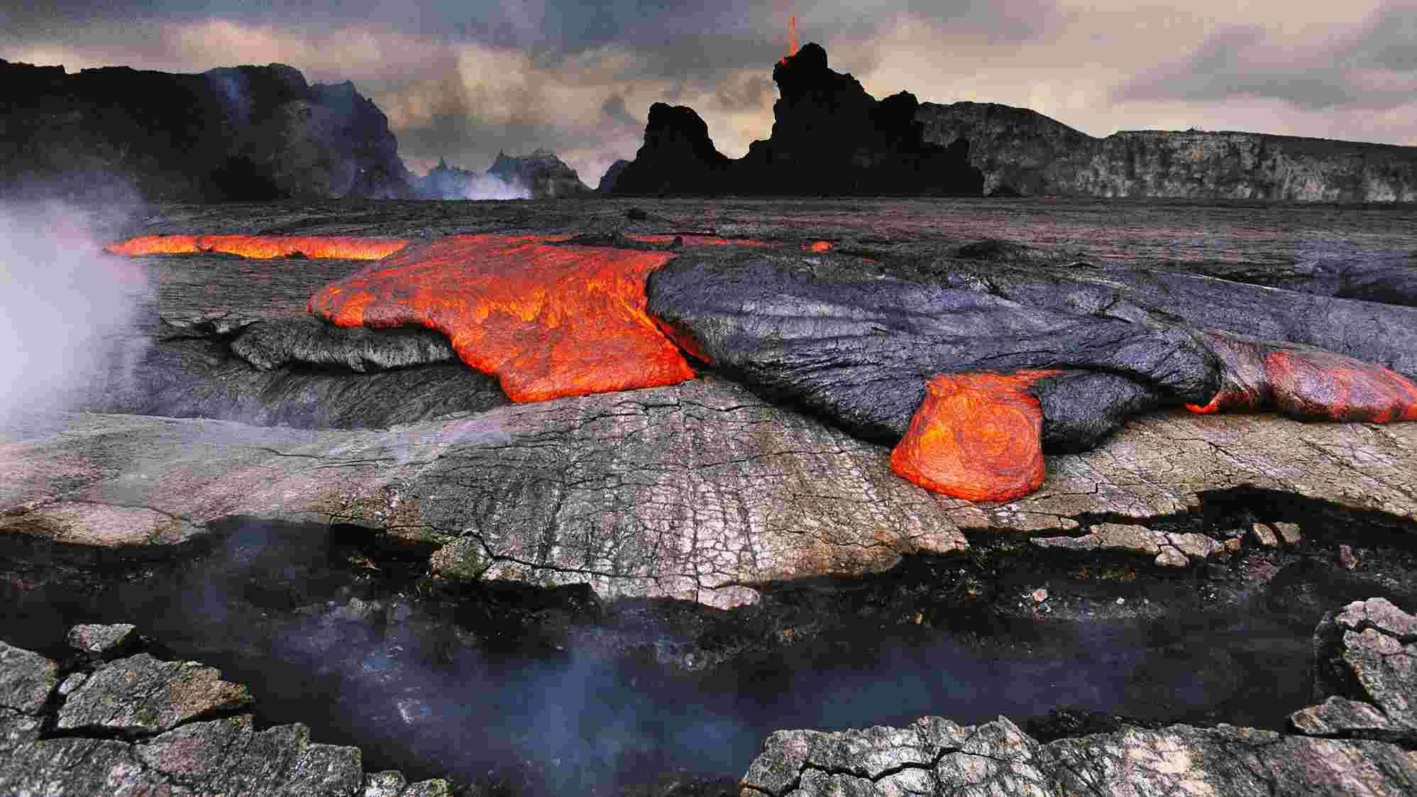 Tourists visit Hawaii volcano park despite federal shutdown