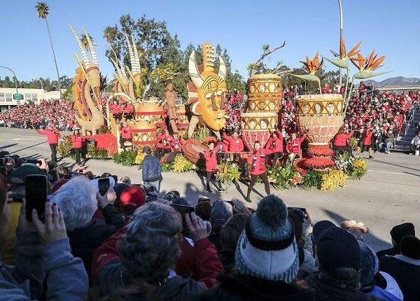 130th Rose Parade boasts floral floats, singer Chaka Khan