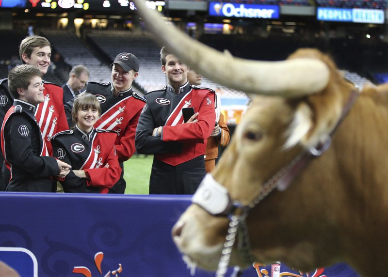 Texas Football Texas mascot topples barricade, charges Georgia bulldog