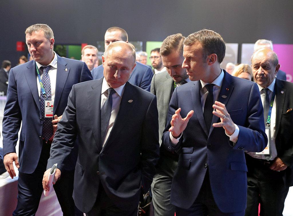 Putin, Macron discuss Syria, Ukraine by phone