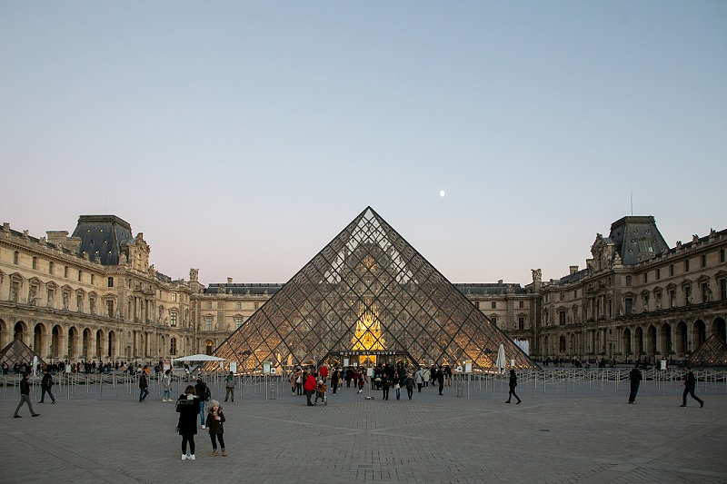 Louvre Museum in France breaks visitor record in 2018