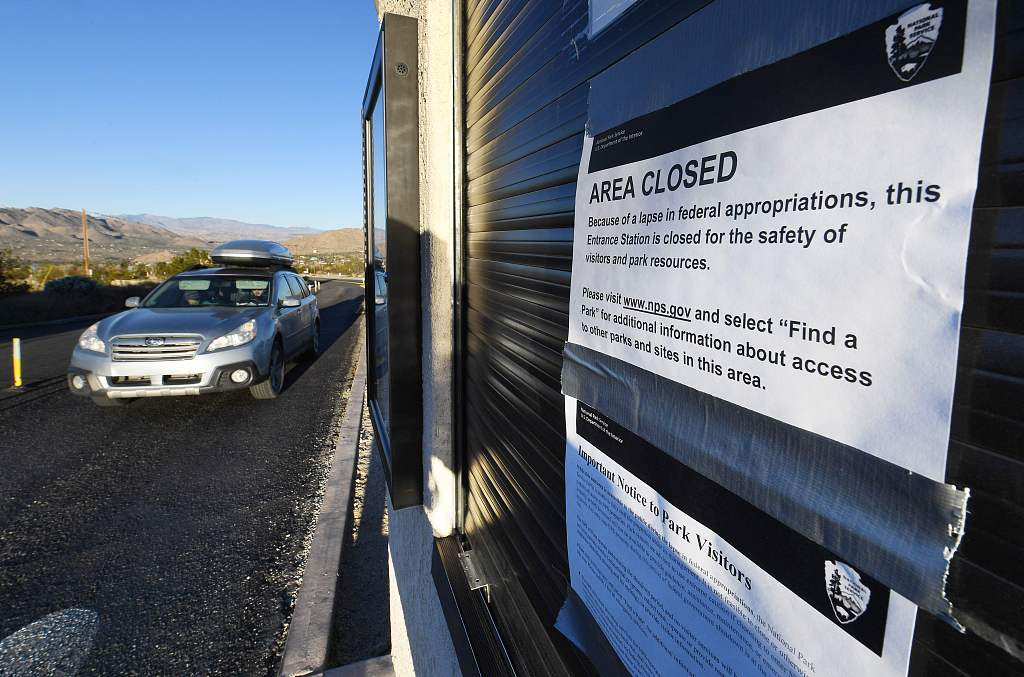 US national parks struggle to stay open, safe during shutdown