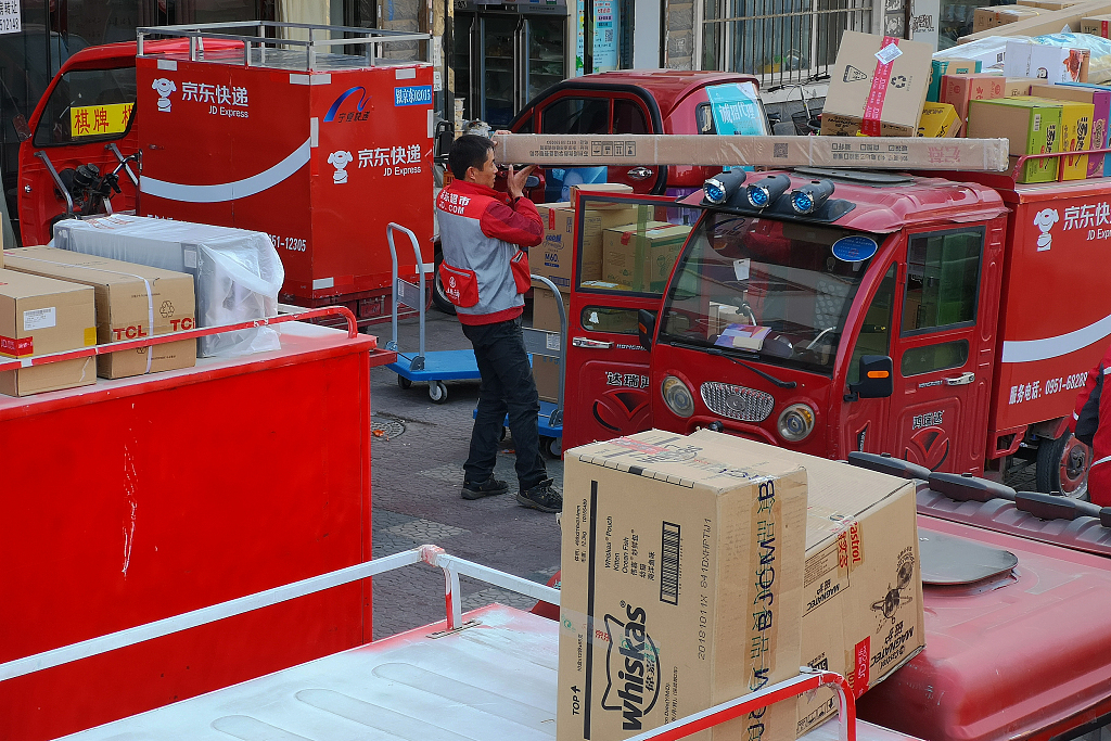 China's express delivery sector expands fast in 2018