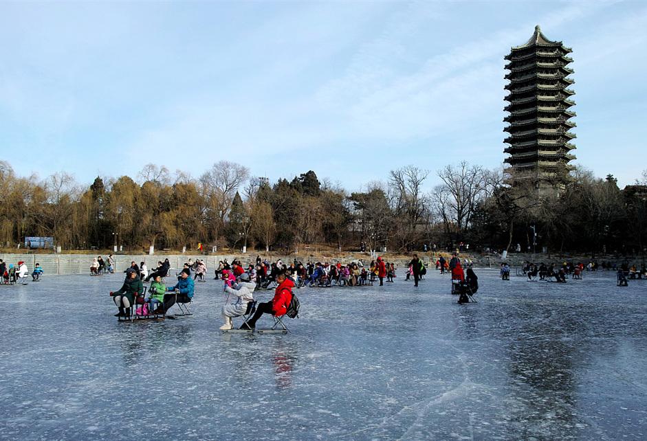 Frozen Peking University lake becomes a winter playground