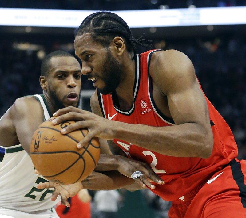 Leonard, Siakam each score 30 points, Raptors beat Bucks