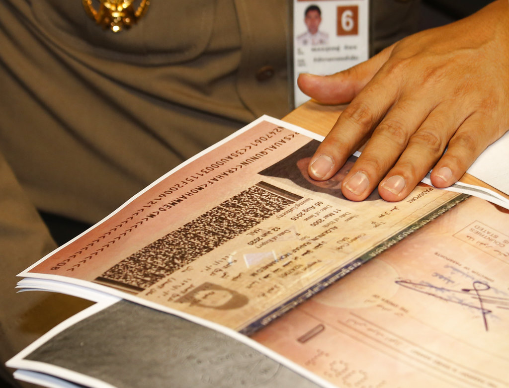 Thai police say they won't deport Saudi woman seeking asylum