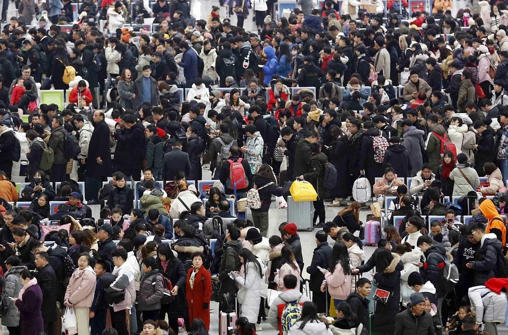 Spring Festival rush: 200 million railway tickets sold