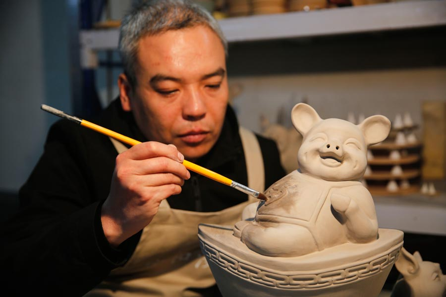 Ru porcelain pigs in Henan to welcome lunar New Year