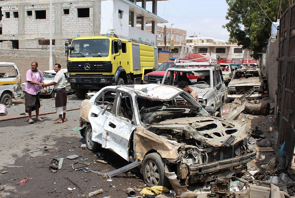 2 killed, 12 wounded in roadside bomb blast in southern Yemen