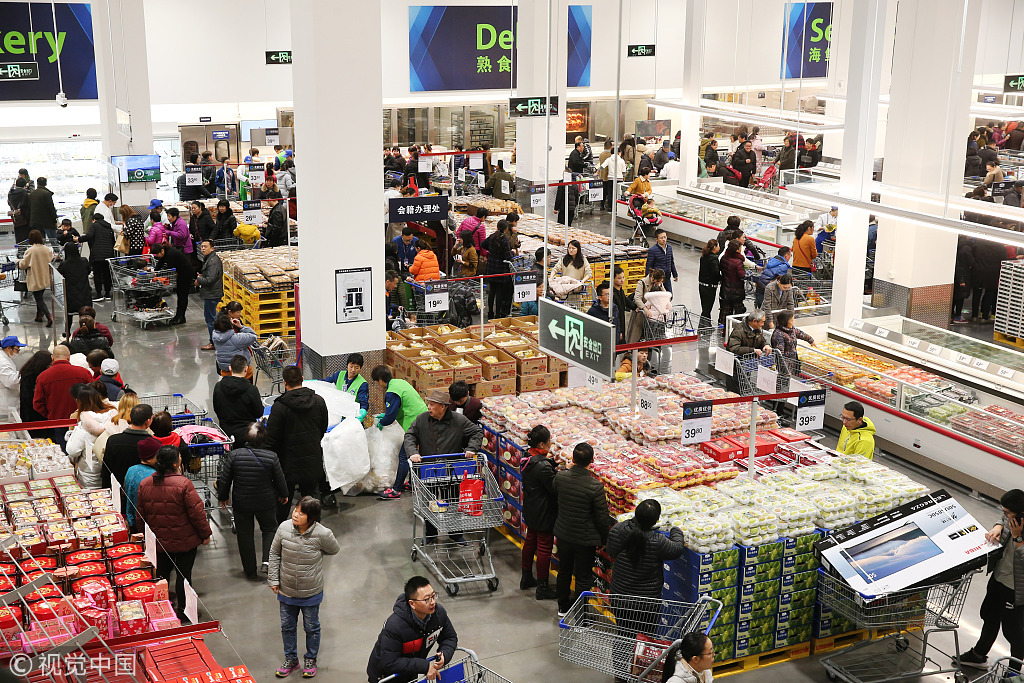 Residents shopping at a supermarket in Nantong, Jiangsu Province. [File Photo: VCG]