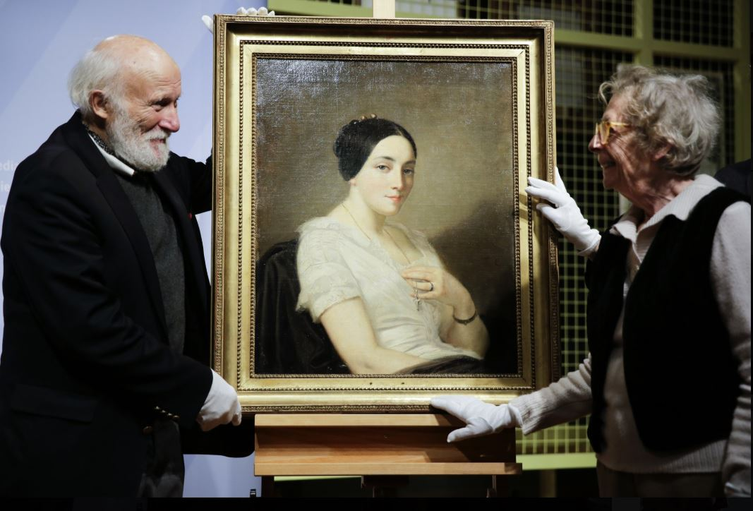 Painting looted by Nazis returned to Jewish heirs in Germany