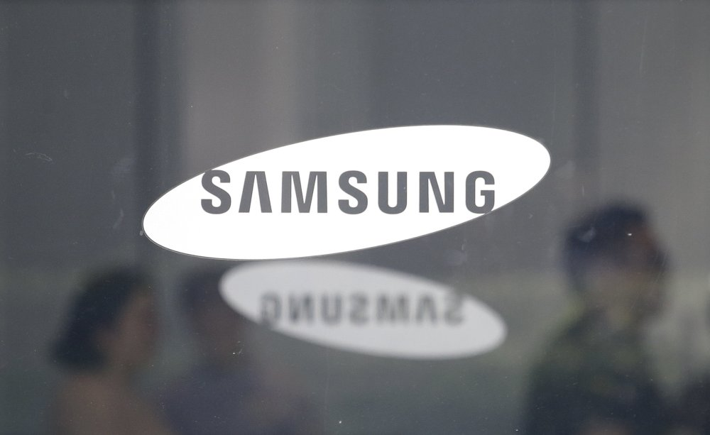 Samsung, like Apple, feels sting of slowing global growth
