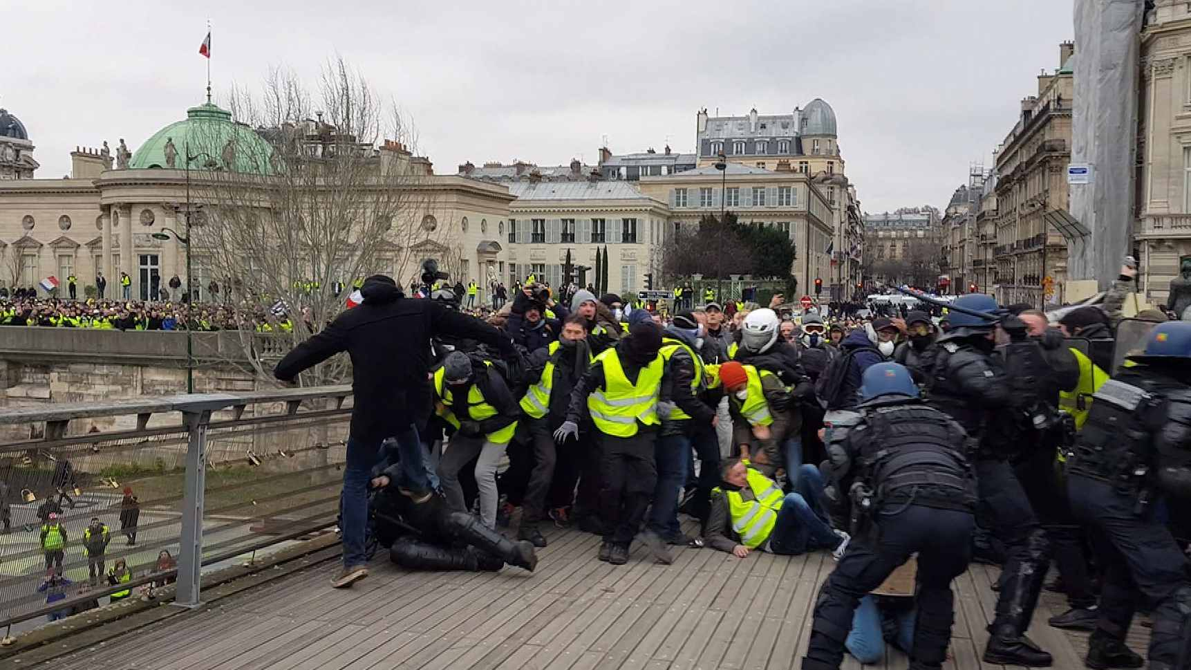French PM calls for tough sanctions after 'yellow vest' protests