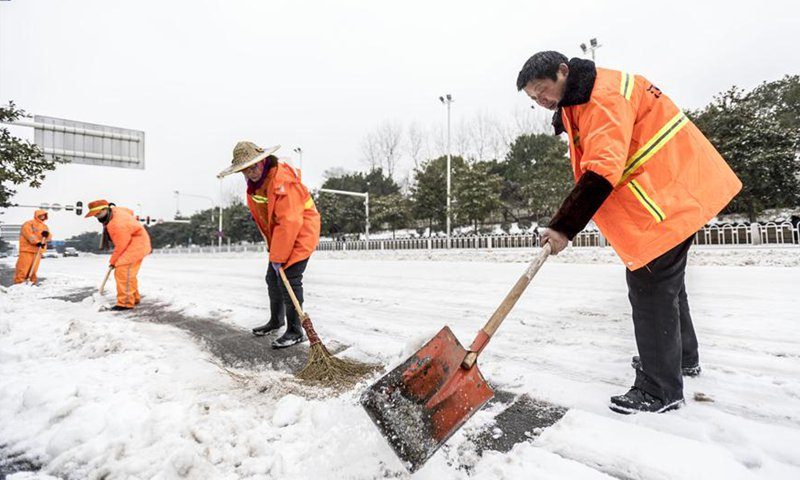 Snow disrupts traffic in central China