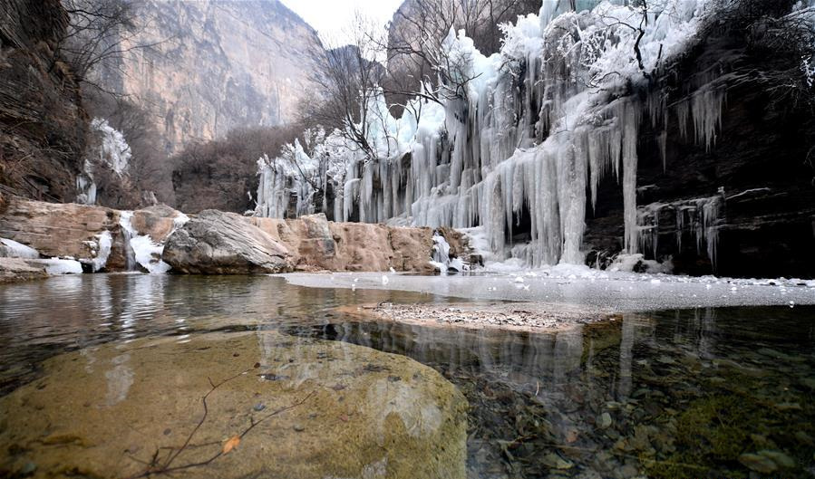 Scenery of icefall at Yuntai Mountain scenic spot in Jiaozuo, China's Henan
