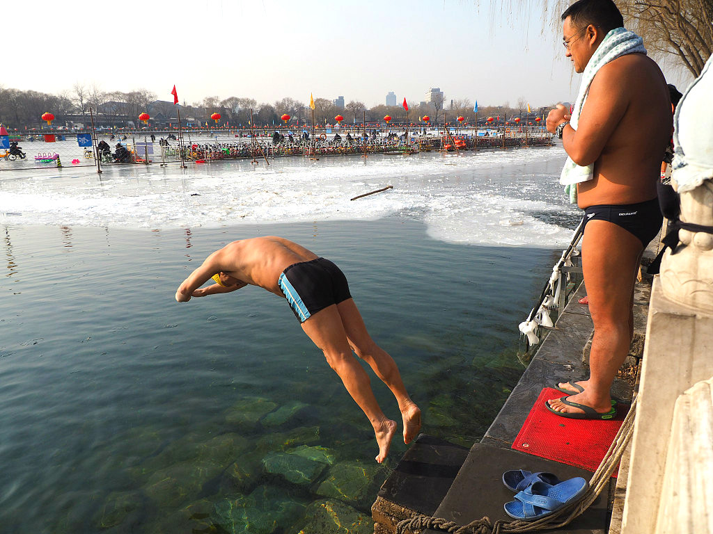 Battling the cold: Winter swimming in Beijing