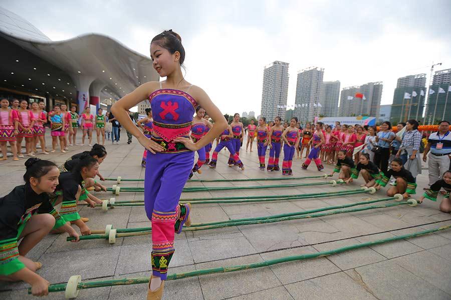 Hainan ramps up language learning