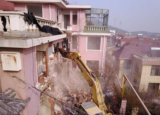 Illegal villas demolished in Jinan