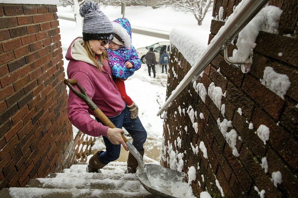 Wintry mix of snow, freezing rain pummels mid-Atlantic
