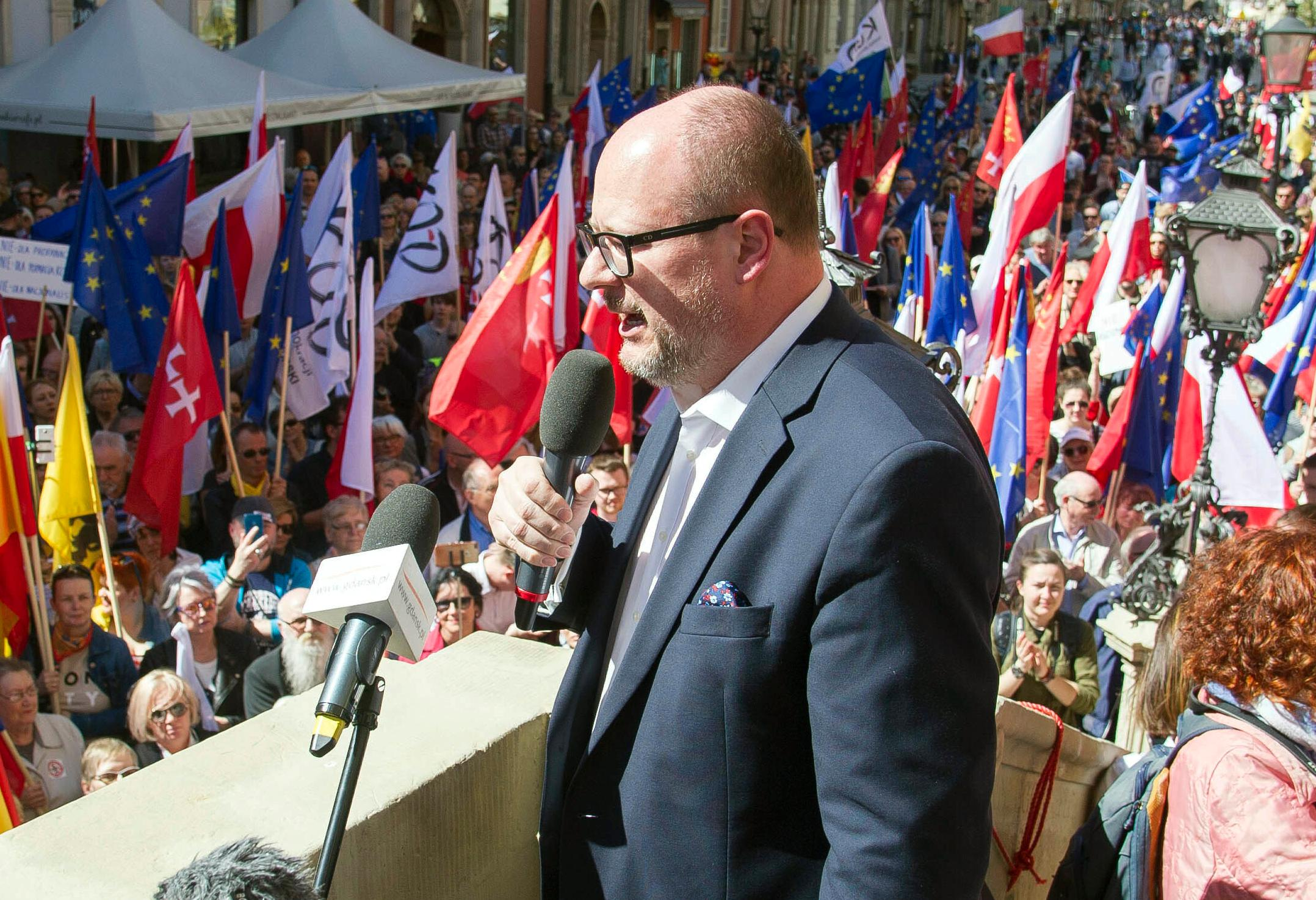 In this Saturday, April 21, 2018 file photo, the mayor of Gdansk, Pawel Adamowicz addresses a rally organized in protest against a recent gathering by far-right groups in this Baltic coast city, in Gdansk, Poland. [File photo: AP /Wojciech Strozyk]