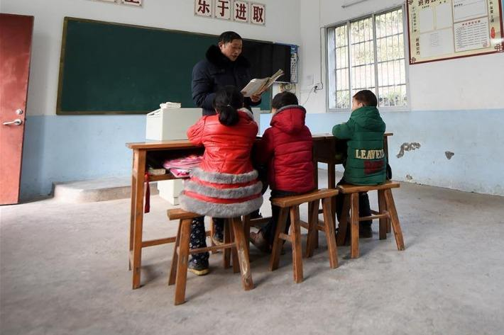 China makes headway in building ranks of rural teachers