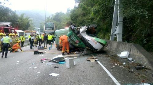 1 killed, 16 injured in minibus crash in Hong Kong