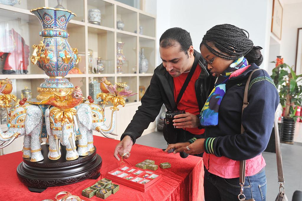 Beijing to make greater effort drawing global talent