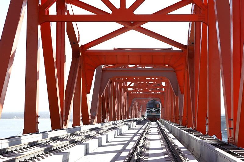 Making tracks for the Guanting Reservoir Bridge