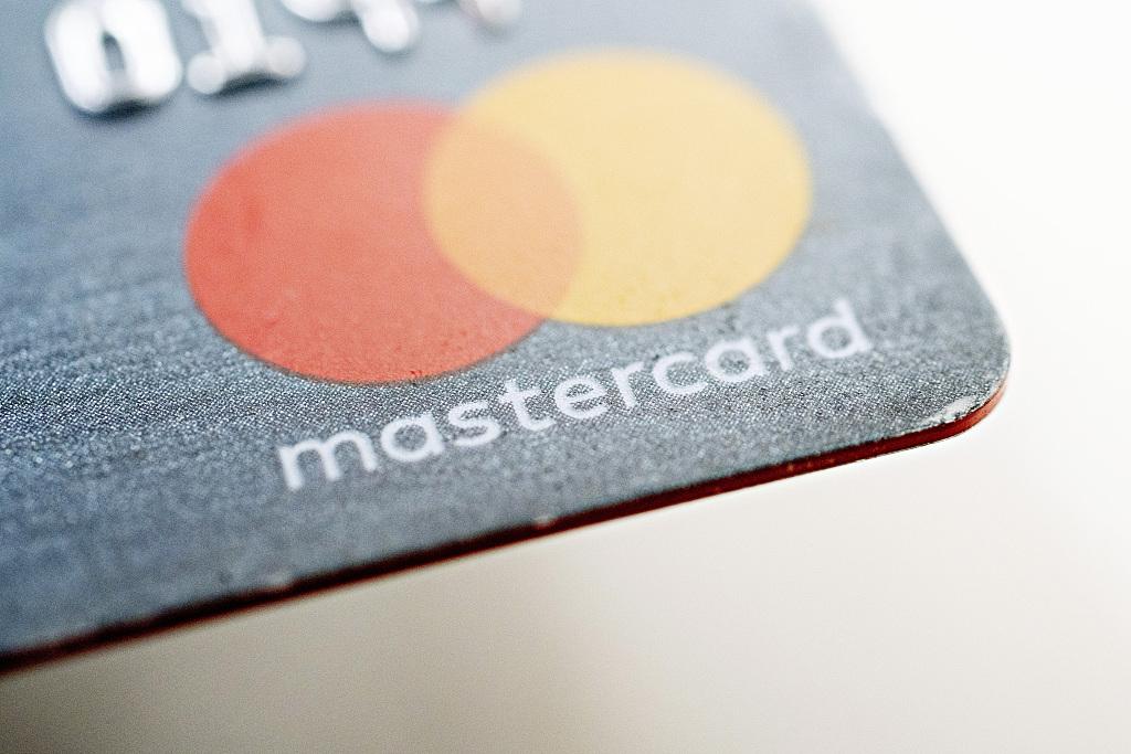China denies delaying entry for Mastercard, Visa