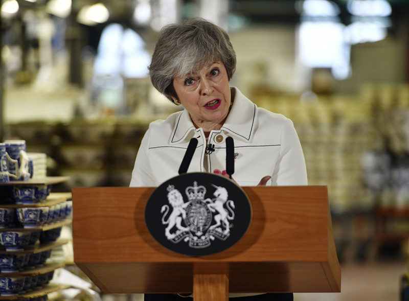 UK leader in frantic final push to win Brexit deal backing