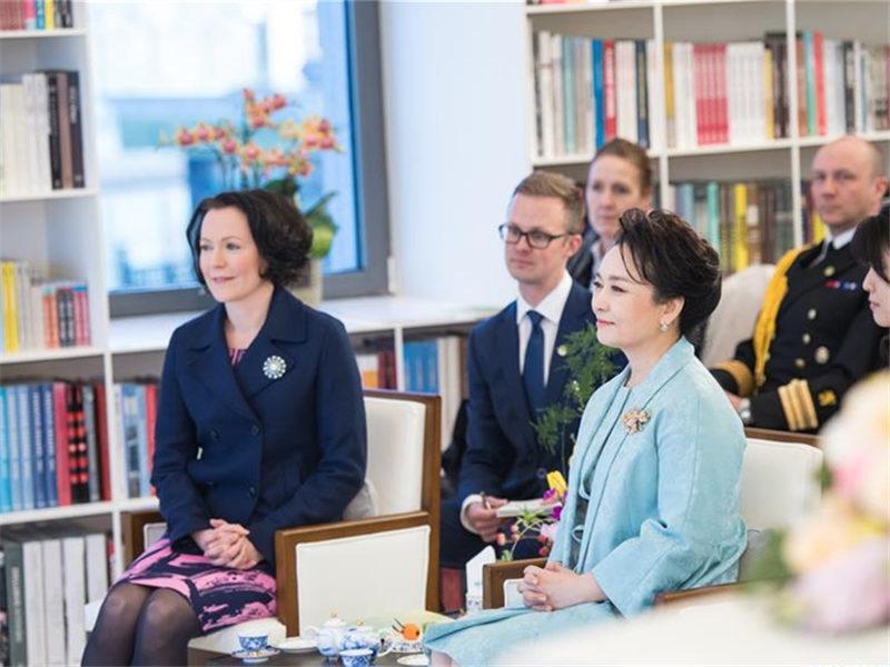Peng Liyuan enjoys poems and music with Finnish president's wife, Jenni Haukio