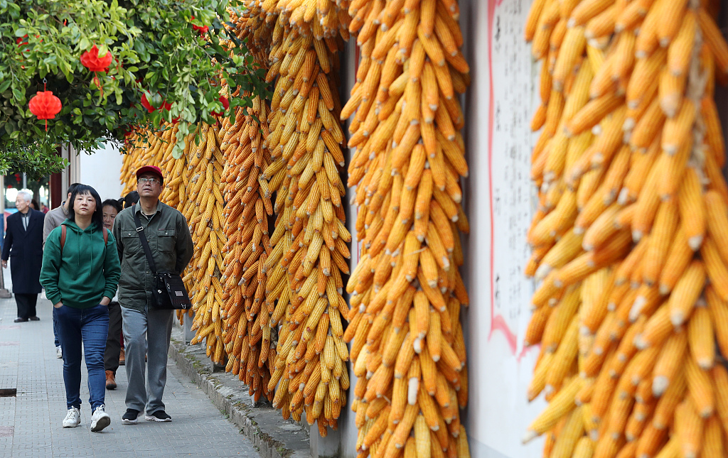 China's answer to slowing consumption: 2.5-day weekend