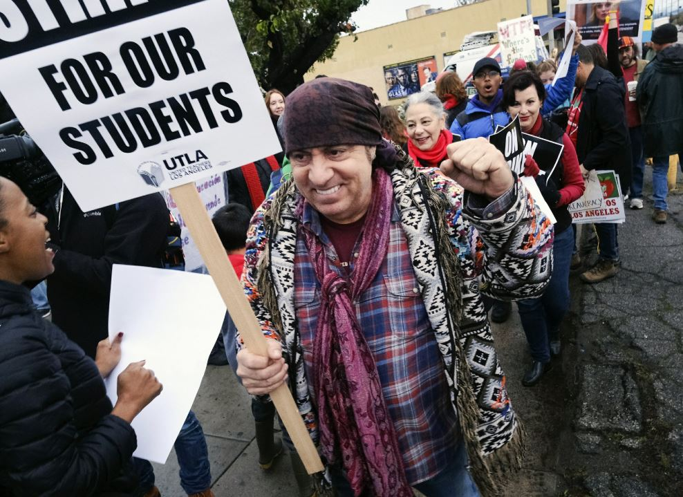 Hint of new negotiations as LA teachers strike enters day 3