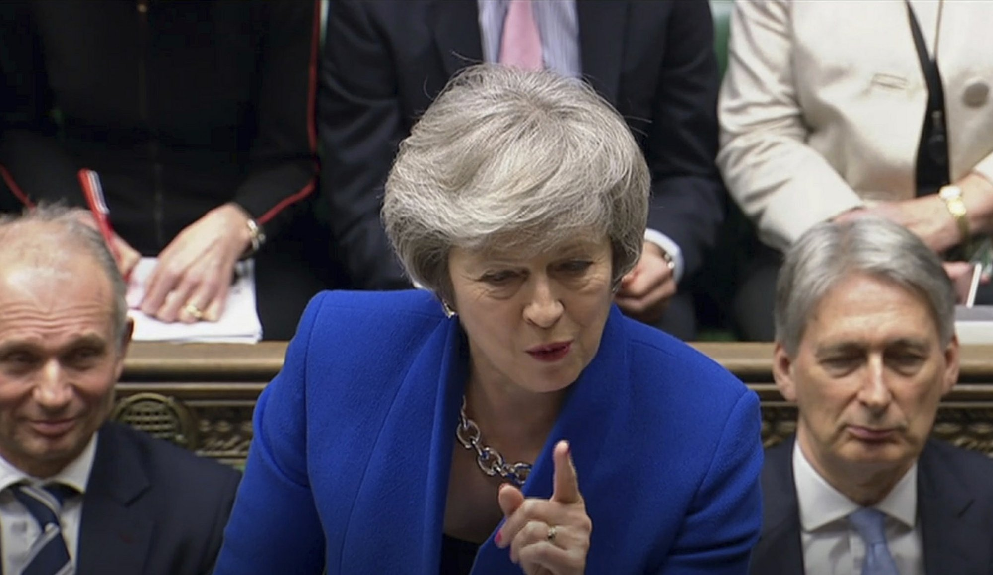 UK PM wins no-confidence vote