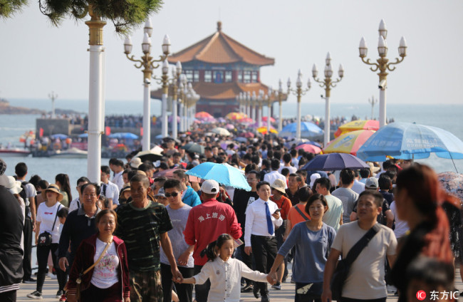 Photo taken on October 3, 2018 show tourism booming in Qingdao during the National Day holiday. [Photo: IC]