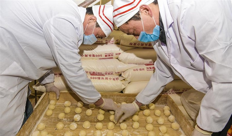 Workers busy making steamed buns for upcoming Spring Festival in China's Hebei