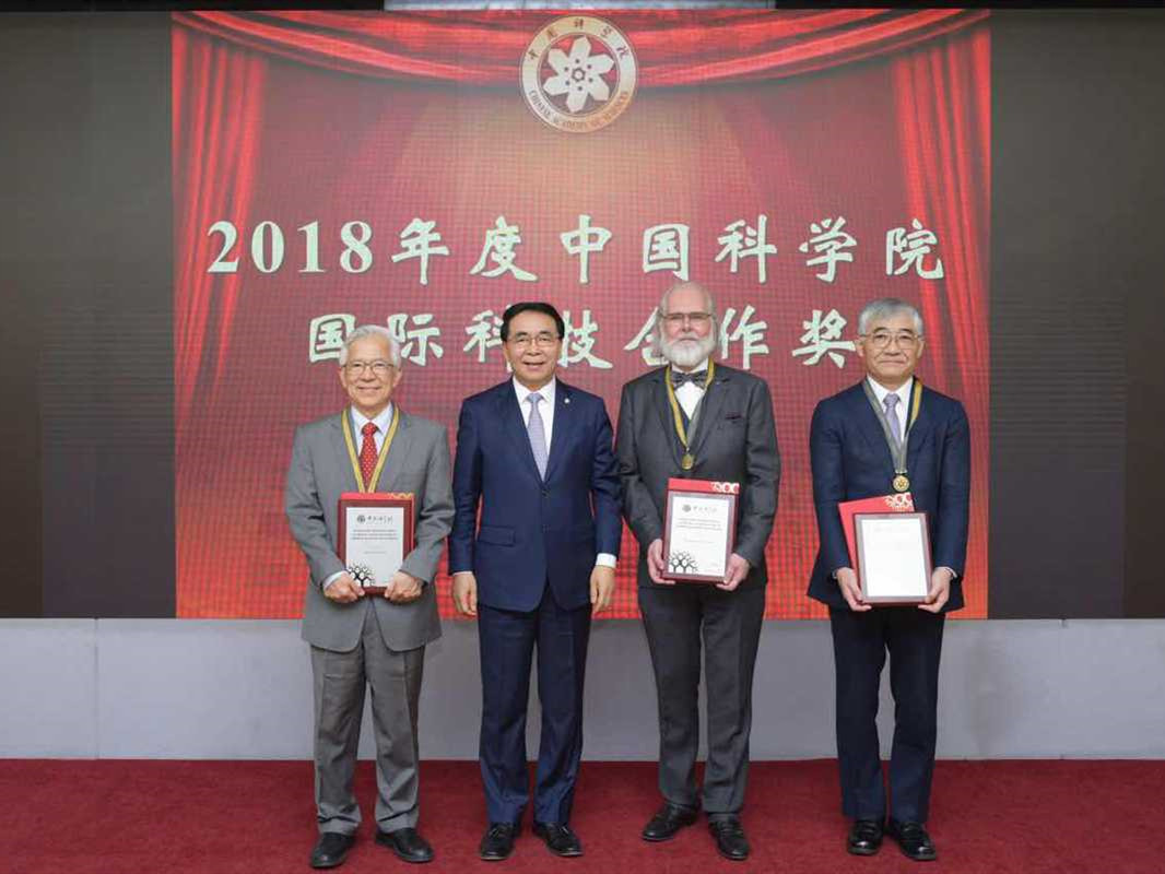 Scientists win award for cooperation