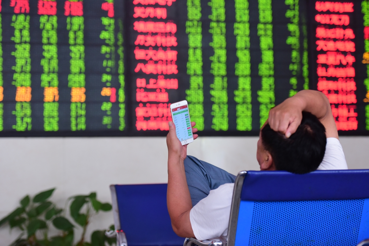 ChiNext Index closes higher at midday Friday