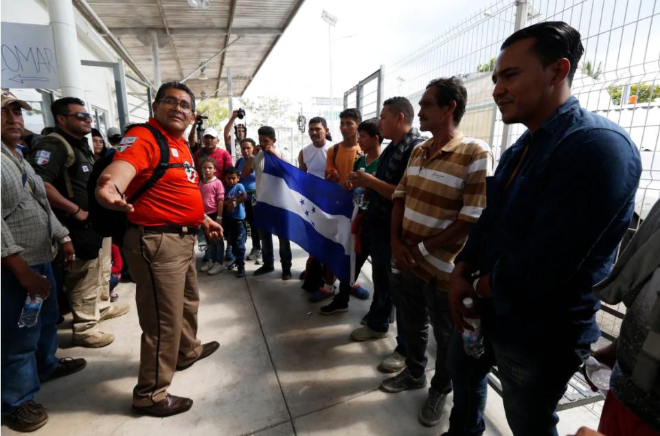 Migrant caravan begins to cross peacefully into Mexico