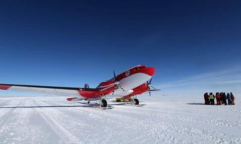 China's fixed-wing aircraft for polar flight lands at Kunlun Station