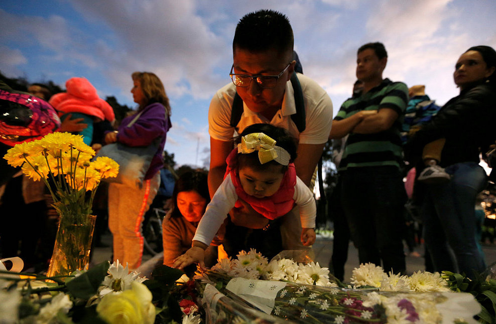 Candlelight vigil for car bomb explosion victims held in Colombia