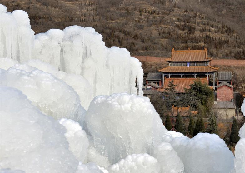 Frozen waterfall in north China's Hebei