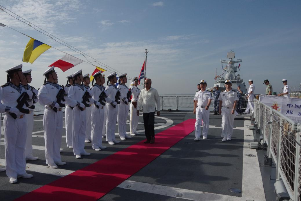 Philippine officials visit Chinese naval vessel in Manila