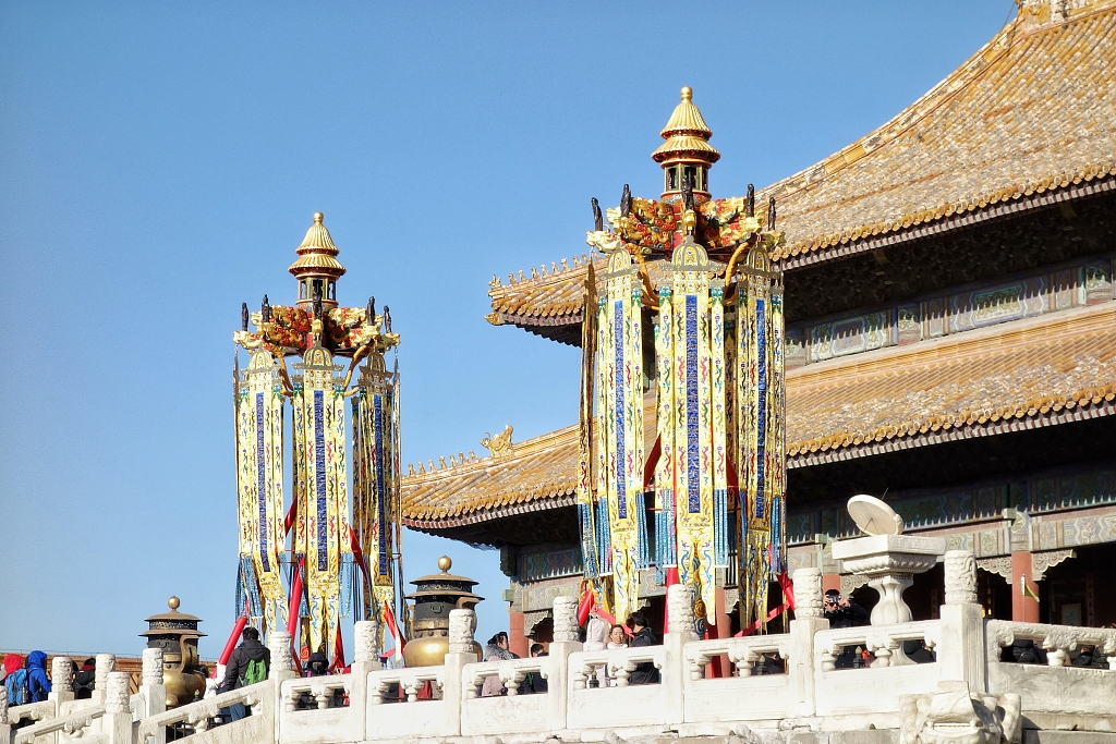 Traditional lanterns installed for the first time at Palace Museum