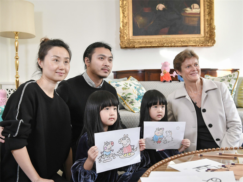 Twin Peppa Pig fans in China to visit Buckingham Palace in summer