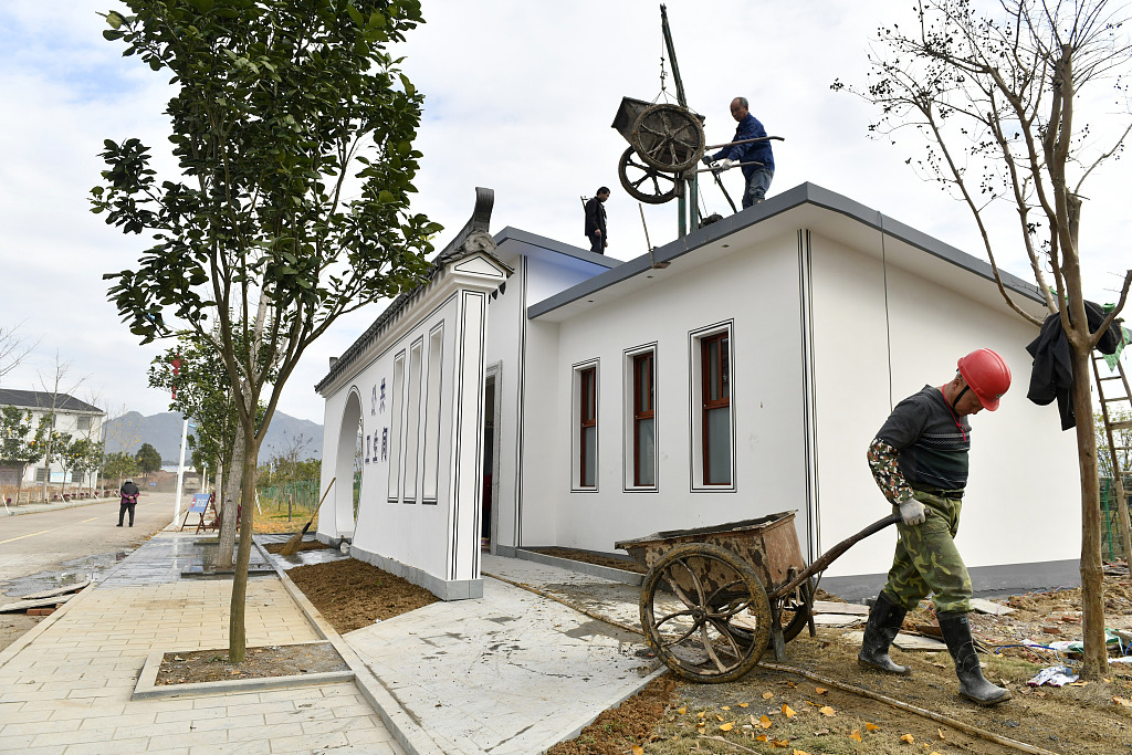 China pushes for rural 'toilet revolution'