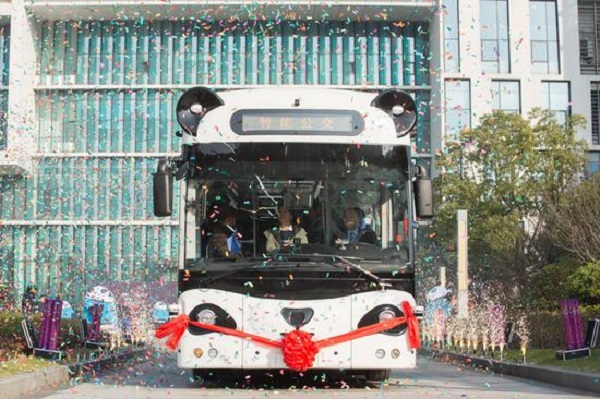 Smart 'panda bus' launched in east China province